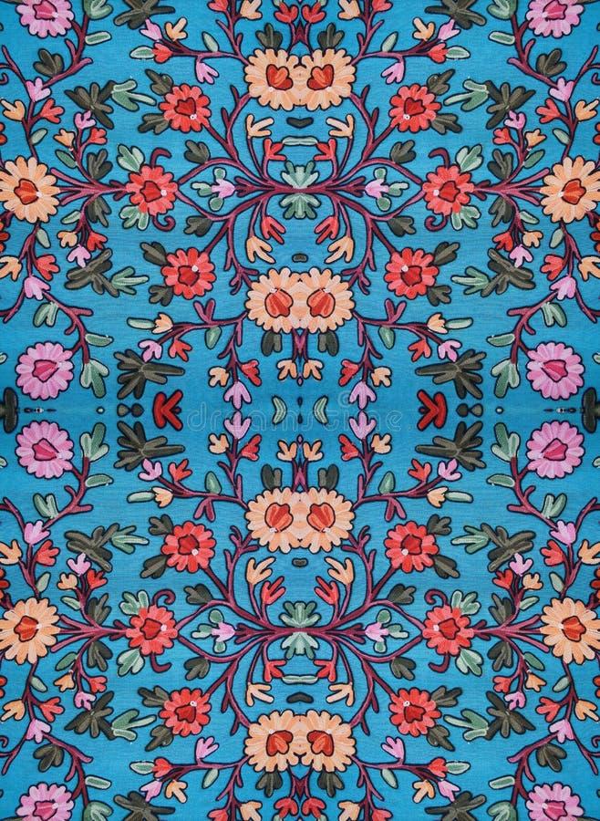 Geborduurd bloemenpatroon op de stof stock afbeeldingen