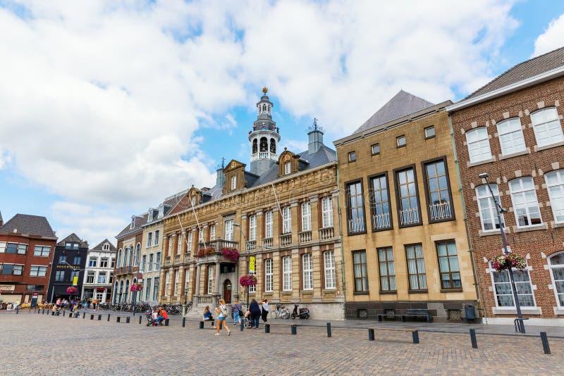 Gebouwen bij het stadsvierkant in Roermond, Nederland royalty-vrije stock foto