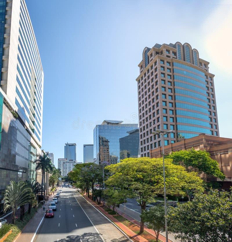 Gebouwen bij Morumbi-buurt in het financiële district van Sao Paulo - Sao Paulo, Brazilië royalty-vrije stock foto's