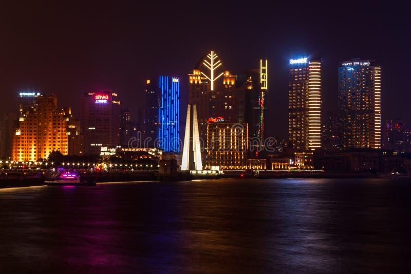 Gebouwen en architectuur met stedelijke wolkenkrabbers in modern district van Shanghai, China royalty-vrije stock foto