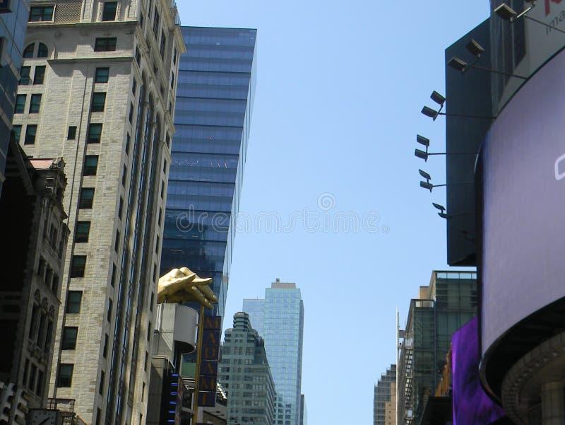 Gebouwen en hand, NYC royalty-vrije stock afbeelding