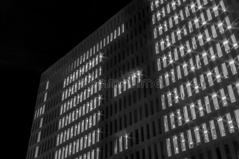 Gebouwen en vensters in de nacht royalty-vrije stock foto