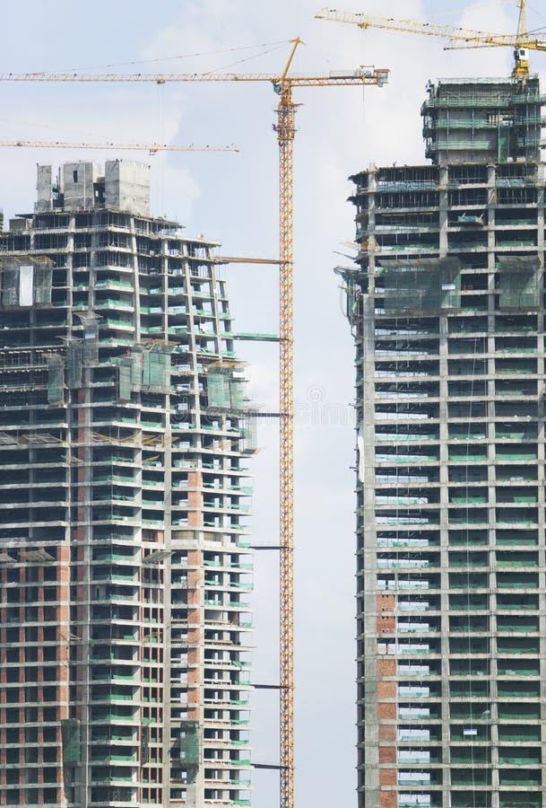 Gebouwen met meerdere verdiepingen in aanbouw royalty-vrije stock foto's