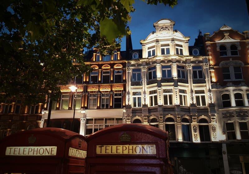 Gebouwen op Brompton-Road in Londen, Engeland stock afbeelding