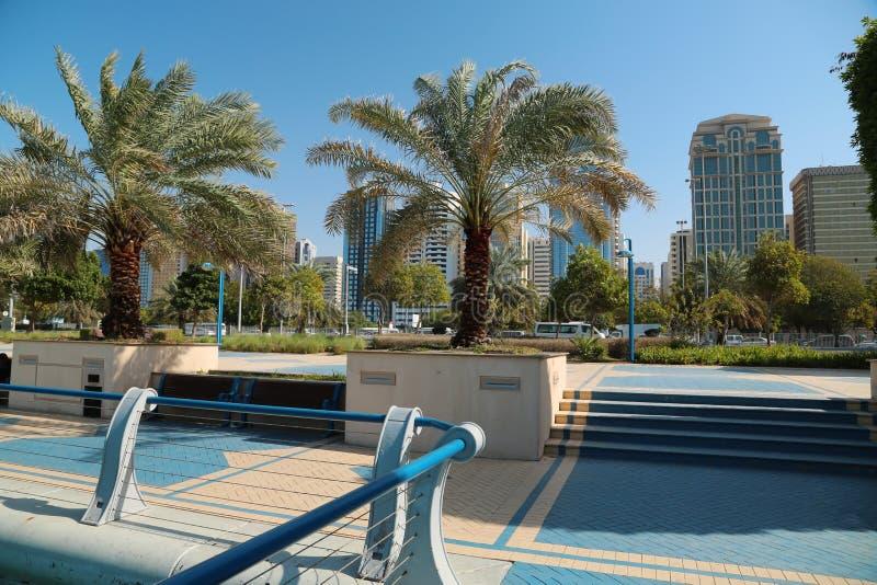 Gebouwen op Corniche-weg in Abu Dhabi, Verenigde Arabische Emiraten stock fotografie