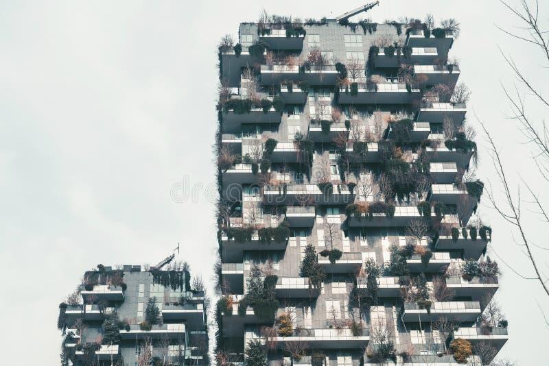 Gebouwen van de de stads de moderne architectuur van Milaan stock afbeeldingen
