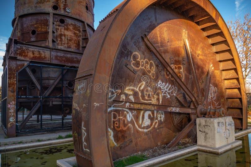 Gebouwen verlaten in ruïne royalty-vrije stock afbeeldingen