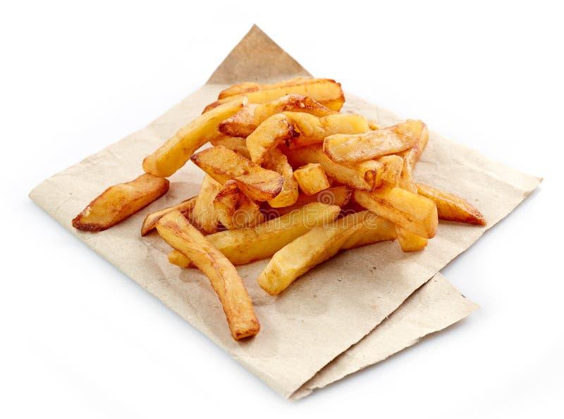 Gebraden aardappels op verpakkend document stock afbeelding