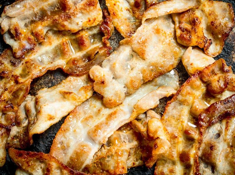 Gebraden bacon in een pan royalty-vrije stock foto's