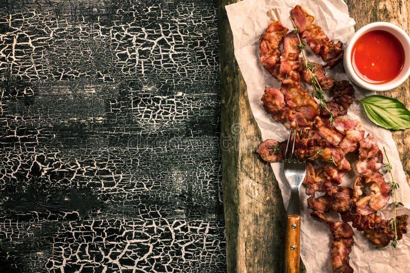 Gebraden bacon met saus royalty-vrije stock afbeelding