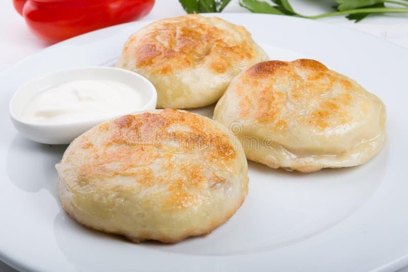 Gebraden die broodjes met vlees worden gevuld royalty-vrije stock afbeeldingen
