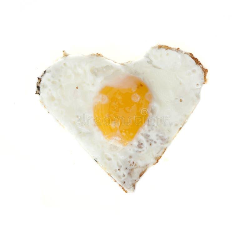 Gebraden ei in hartvorm royalty-vrije stock fotografie