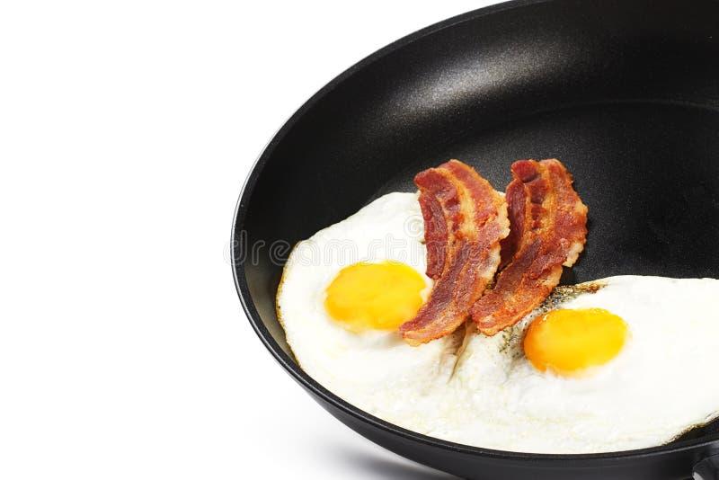 Gebraden eieren en bacon in een pan royalty-vrije stock foto