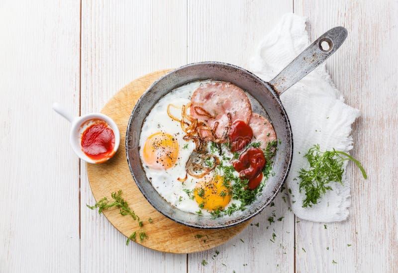 Gebraden eieren en worst royalty-vrije stock afbeeldingen
