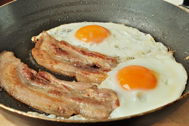 Gebraden eieren met bacon royalty-vrije stock fotografie