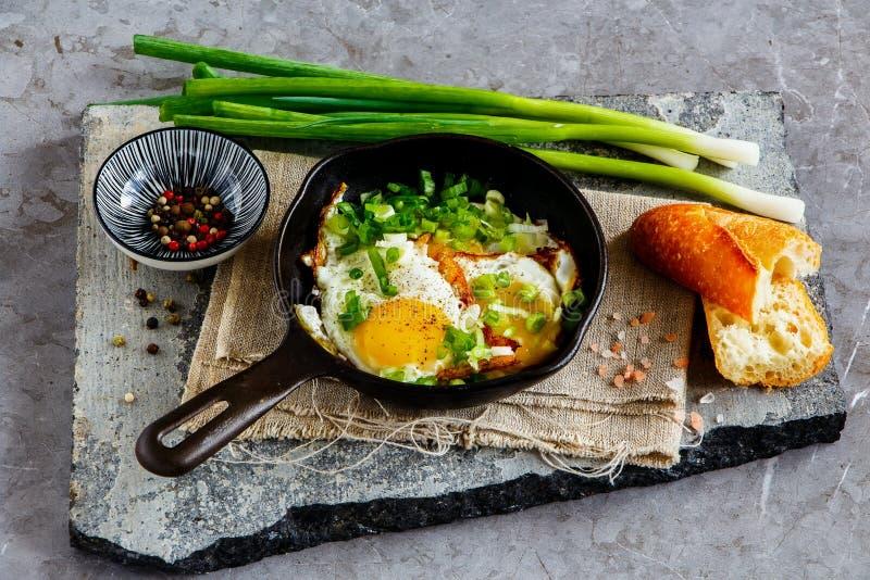 Gebraden eieren in pan royalty-vrije stock fotografie