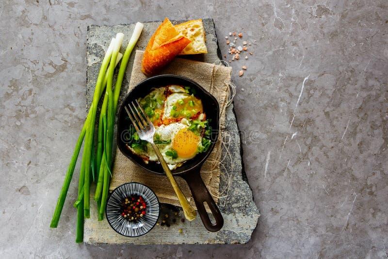 Gebraden eieren in pan royalty-vrije stock foto's
