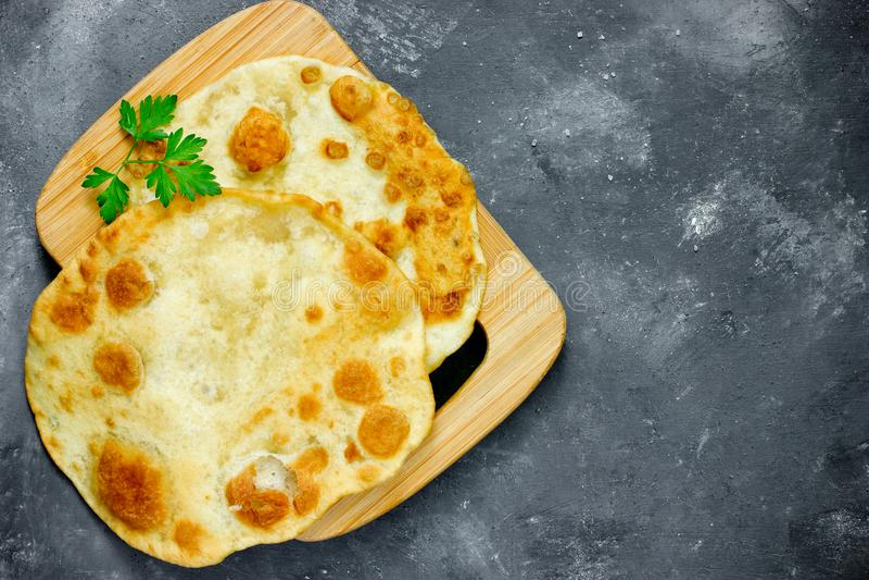 Gebraden flatbread vlak naan het pitabroodjetortilla van broodpiadina shelpek stock fotografie
