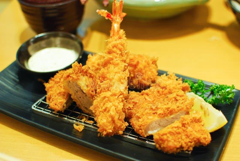 Gebraden garnalen en varkensvleestempura Japans voedsel royalty-vrije stock afbeeldingen