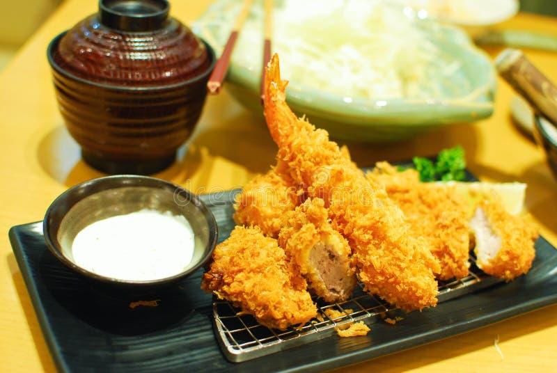 Gebraden garnalen en varkensvleestempura Japans voedsel stock afbeeldingen