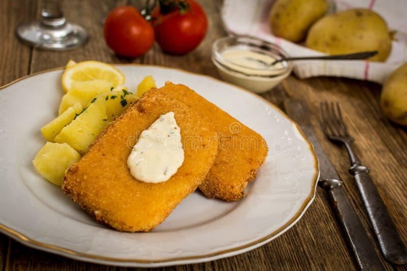 Gebraden kaas met aardappel stock foto