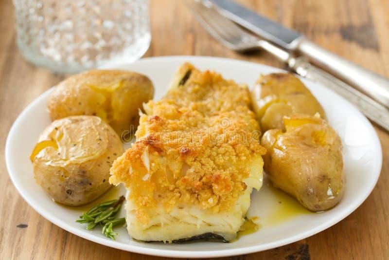 Gebraden kabeljauw met broa en aardappel stock afbeelding