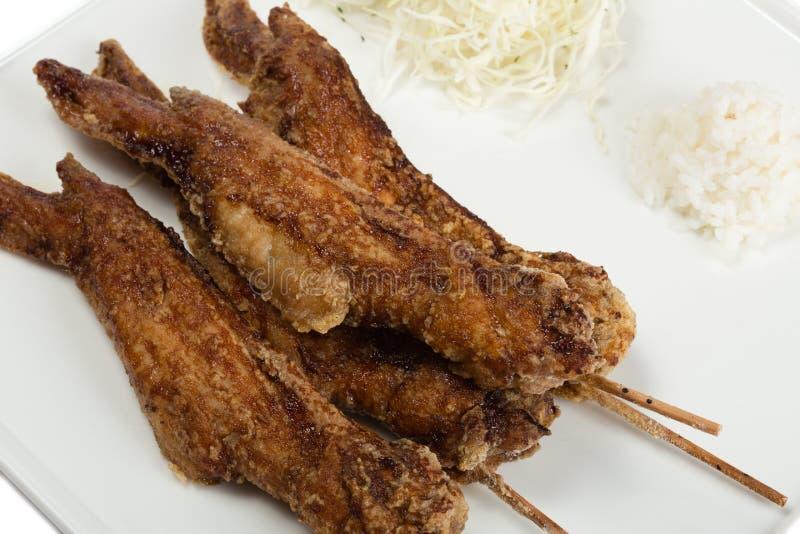 Gebraden kippenvleugels met saus stock foto's