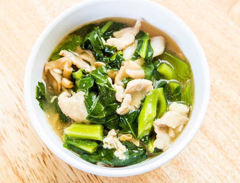 Gebraden noedel met varkensvlees en boerenkool of Radna, Thaifood royalty-vrije stock foto