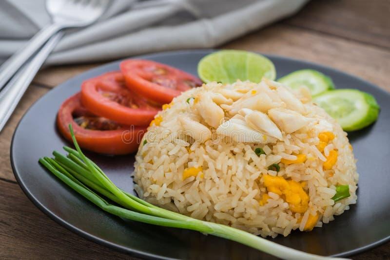 Gebraden rijst met krab en groenten, Thais voedsel stock fotografie