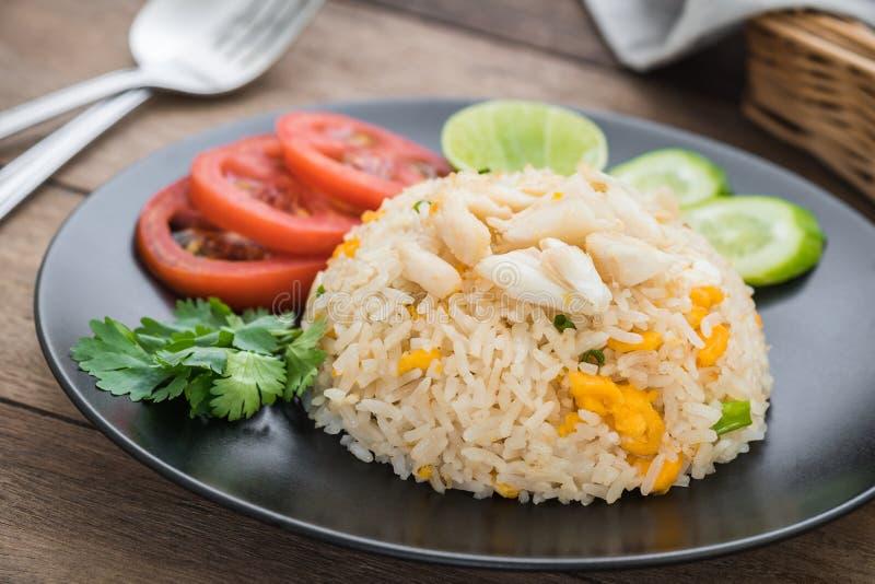 Gebraden rijst met krab en groenten, Thais voedsel royalty-vrije stock afbeeldingen