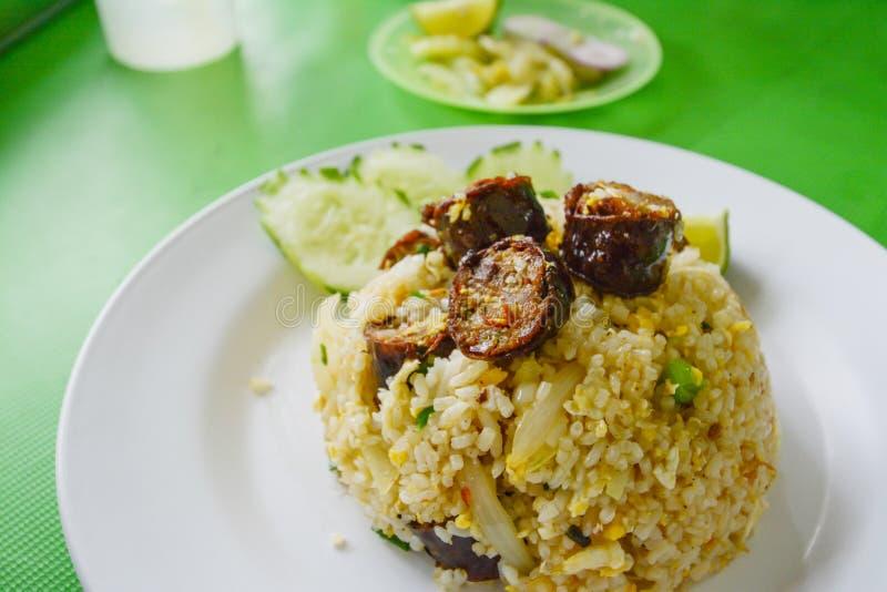 Gebraden rijst met Thaise kruidige worsten Noordelijke stijl stock fotografie