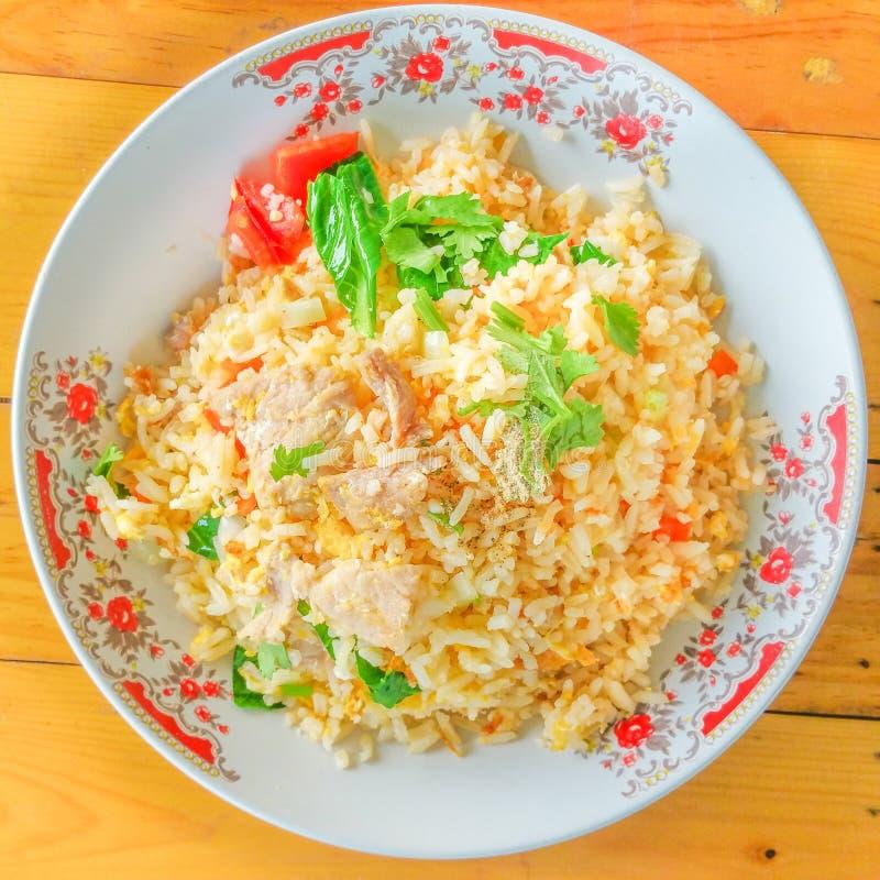 Gebraden rijst met varkensvlees stock afbeelding