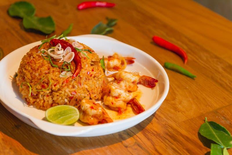 Gebraden rijst met zeevruchtencombinatie stock afbeelding