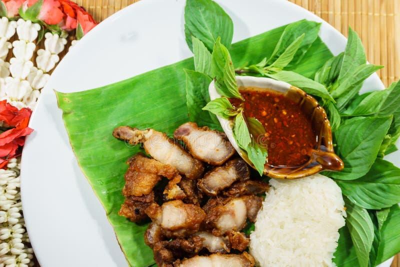 Gebraden varkensvlees en kleverige rijst met saus royalty-vrije stock foto's