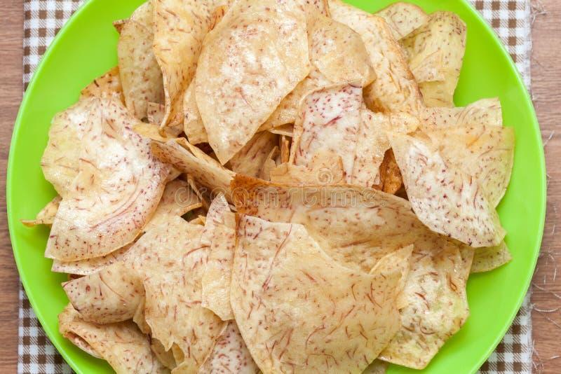 Gebraden zoete tarochips, Thaise snack stock foto's