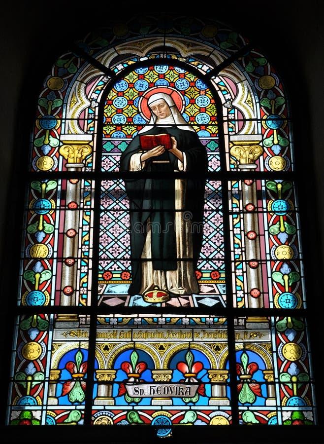 Gebrandschilderd glas in de kerk stock afbeelding