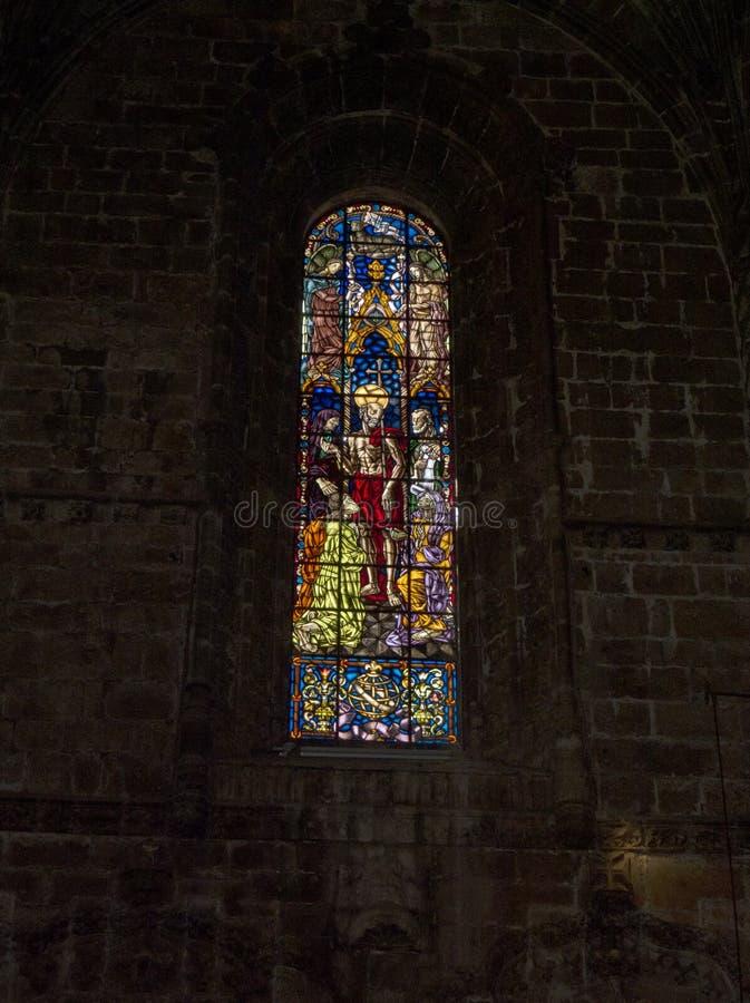 Gebrandschilderd glas in het Jeronimos-Klooster in Lissabon Portugal royalty-vrije stock foto's