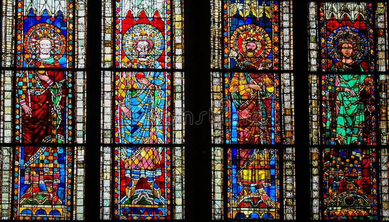 Gebrandschilderd glas in Kathedraal van Straatsburg, Frankrijk stock fotografie