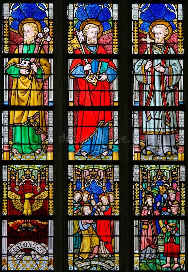 Gebrandschilderd glas - Katholieke Heiligen royalty-vrije stock afbeeldingen