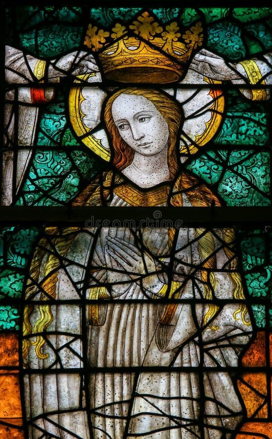 Gebrandschilderd glas - Kroning van Mary royalty-vrije stock foto's