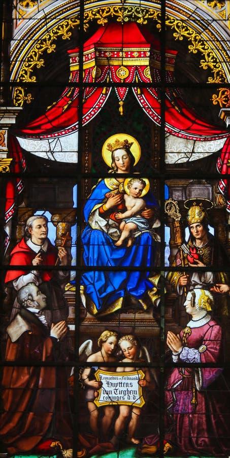 Gebrandschilderd glas - Madonna en Kind vector illustratie