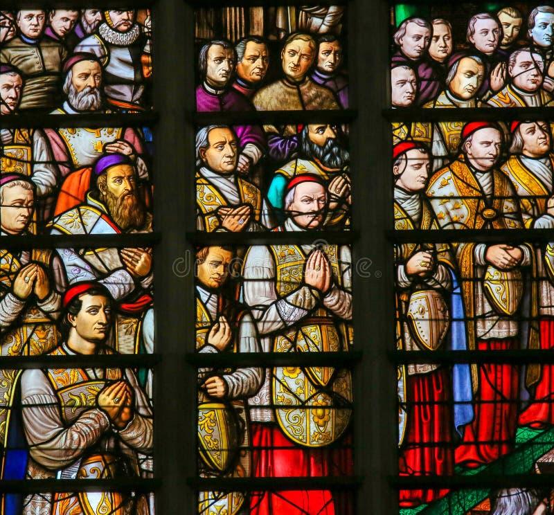 Gebrandschilderd glas in Mechelen-Kathedraal stock afbeelding