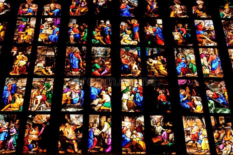 Gebrandschilderd glas in Milaan, Italië stock foto