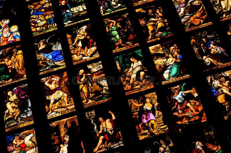 Gebrandschilderd glas in Milaan, Italië stock afbeeldingen