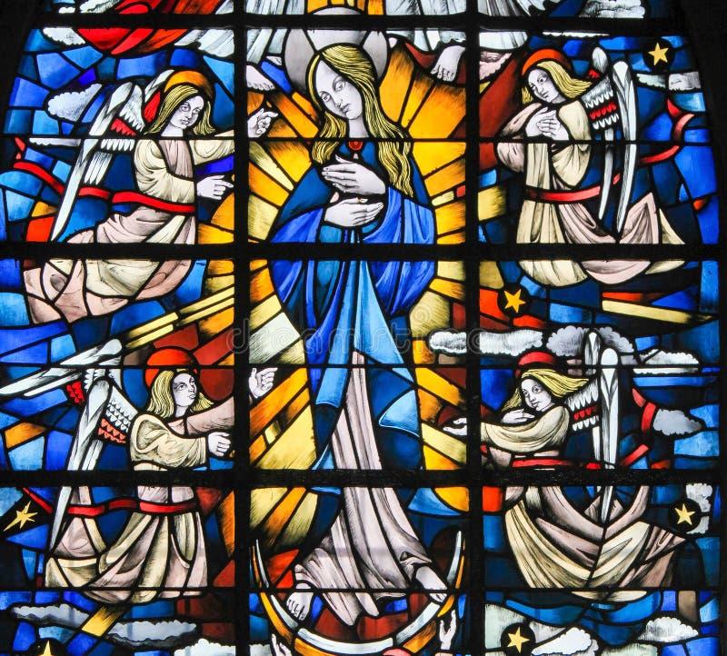 Gebrandschilderd glas - Moeder Mary stock afbeelding