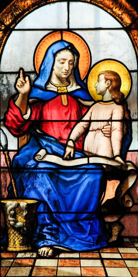 Gebrandschilderd glas - Moeder Mary en Jesus als Kind stock afbeeldingen