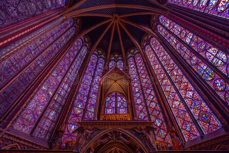 Gebrandschilderd glaspatroon in Sainte Chapelle in Parijs royalty-vrije stock fotografie