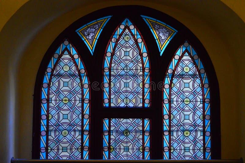 Gebrandschilderd glasvenster - Binnenlandse maiselsynagoge, Praag, Tsjechische republiek royalty-vrije stock foto