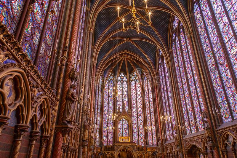 Gebrandschilderd glasvensters binnen Sainte Chapelle een koninklijke Middeleeuwse kapel in Parijs, Frankrijk royalty-vrije stock afbeeldingen