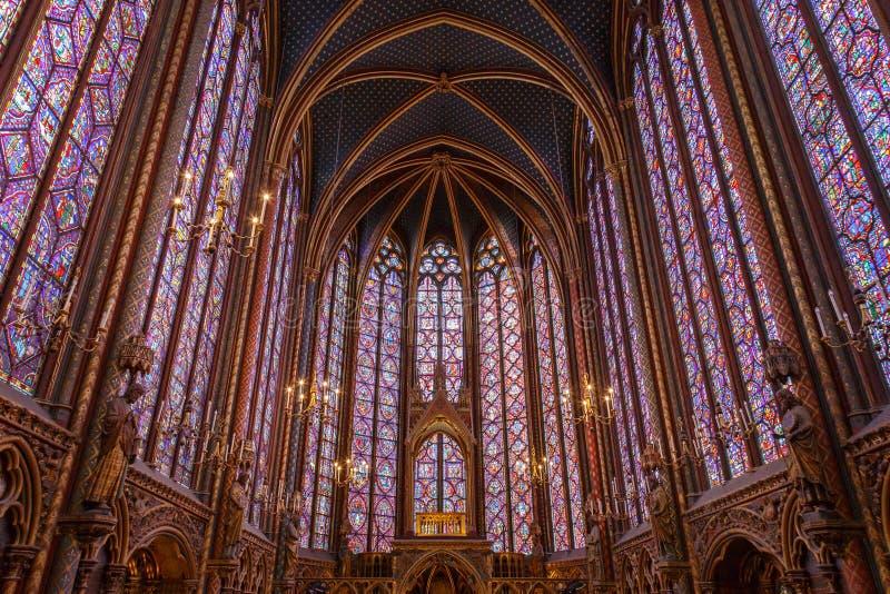 Gebrandschilderd glasvensters binnen Sainte Chapelle een koninklijke Middeleeuwse kapel in Parijs, Frankrijk stock fotografie